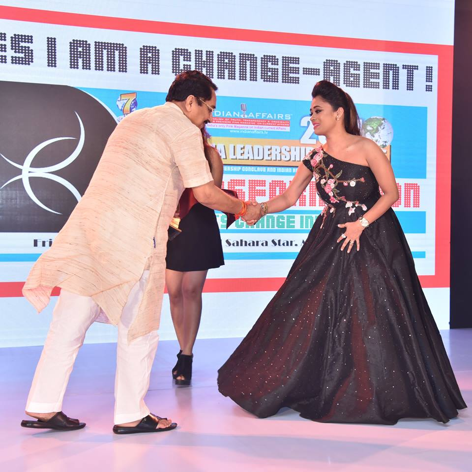 Innovative Fashion Designer Riya Kodali Wins Coveted Indian Affairs India S Most Promising Fashion Designer 2017 At The 8th Annual India Leadership Conclave 2017 Network 7 Research